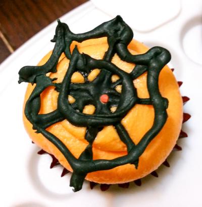 A spider web cupcake topper